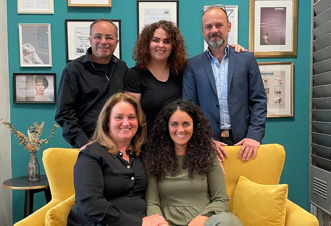 Von Links (hintere Reihe): Giovanni Fumarola, Palma Fumarola-Middendorf, Markus Siegmund. Von Links (vordere Reihe) Diana Fumarola (Senior), Diana Fumarola